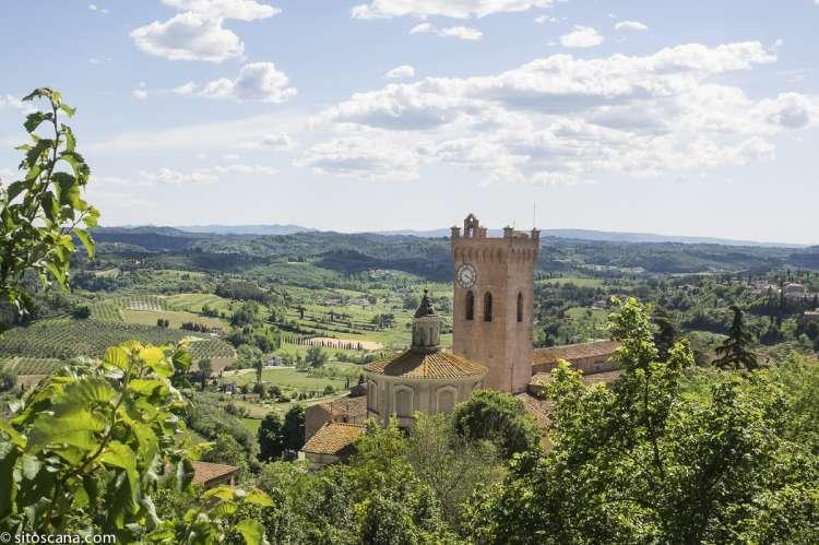 Bildet viser kirketårn og utsikt i middelalderbyen San Miniato, midt mellom Pisa og Firenze. I Toscana, Italia.