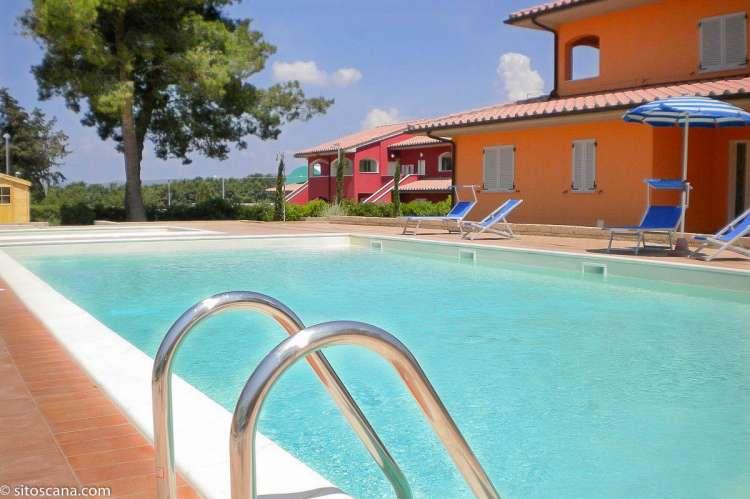Bildet viser bassenget på Vicino Mare ved kysten sør i Toscana.