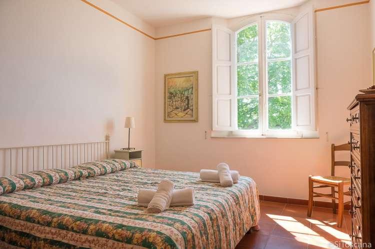 Bildet viser soverom i ferieleilighet på Lungavista med fantastisk utsikt, nært Pisa i Toscana.