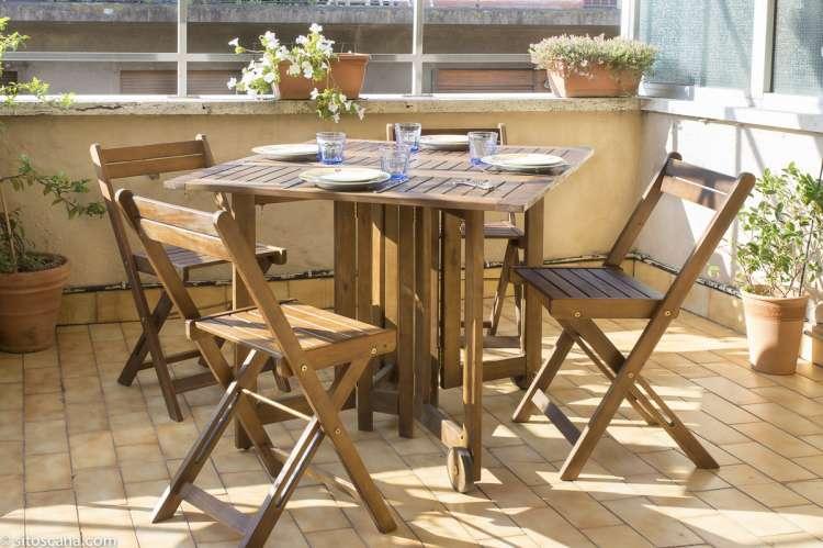 Spisebord på terrassen i ferieleiligheten Marco i sentrum av Firenze. Foto.