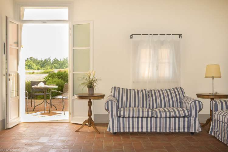 Bilde fra inngangen til ferieleiligheten Chianti. På bakkeplan med to soverom, egner seg godt for barnefamilie.