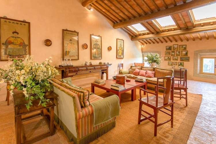 Bildet viser sofagruppen i 3. etg. i feriehuset Palazzo Pietro. Huset ligger i Toscana mellom Pisa og Firenze.