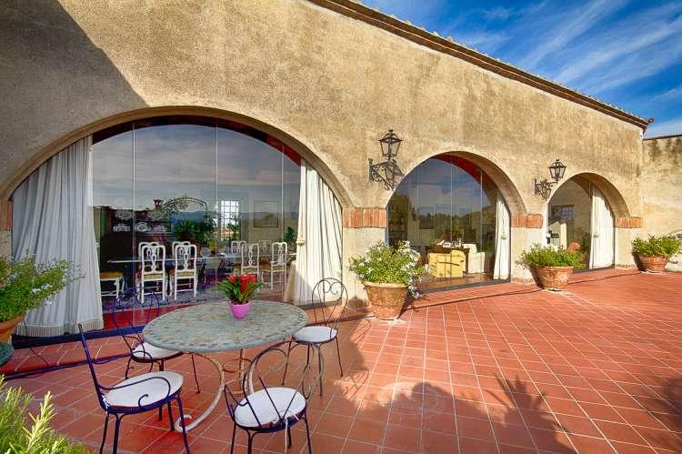 Bildet viser terrasse i feriehuset Maria Rosa i Toscana.
