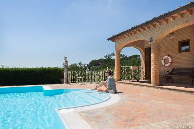 Bildet viser saltvannsbasseng på olivengård ved Pisa.
