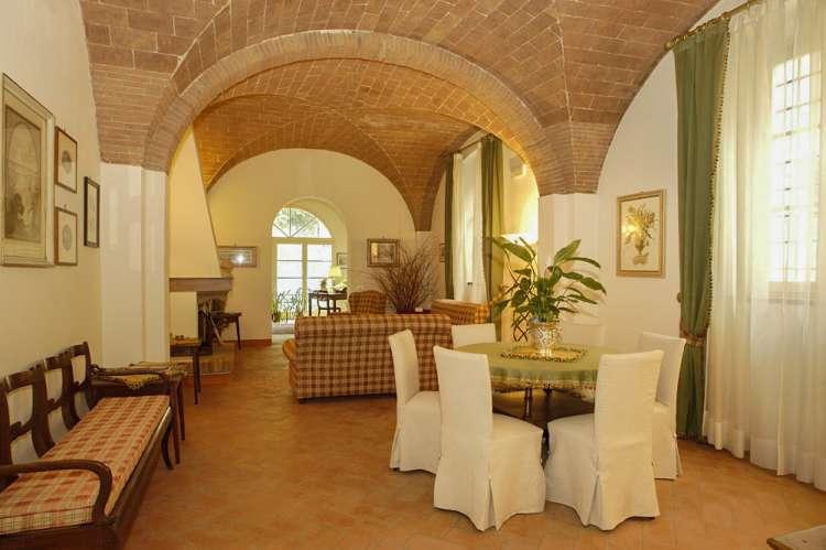 Bildet viser stue i eksklusivt feriehus i Toscana.