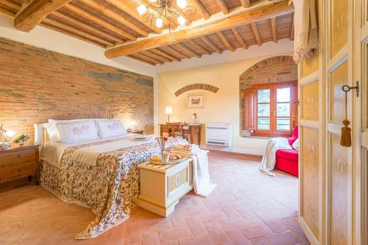 Bildet viser lekkert soverom i vakker ferieleilighet i Toscana.