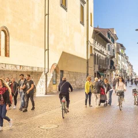 Pontedera – shopping, bading og Vespa